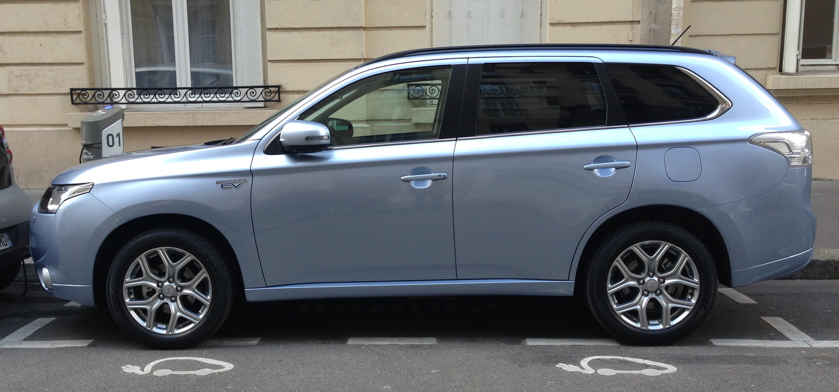 mitsubishi outlander phev l 39 accord parfait. Black Bedroom Furniture Sets. Home Design Ideas