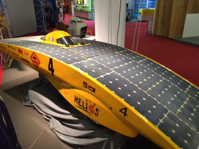 Hélios, voiture solaire, 3 roues, un pilote, pas de passagers, pas de bagages.