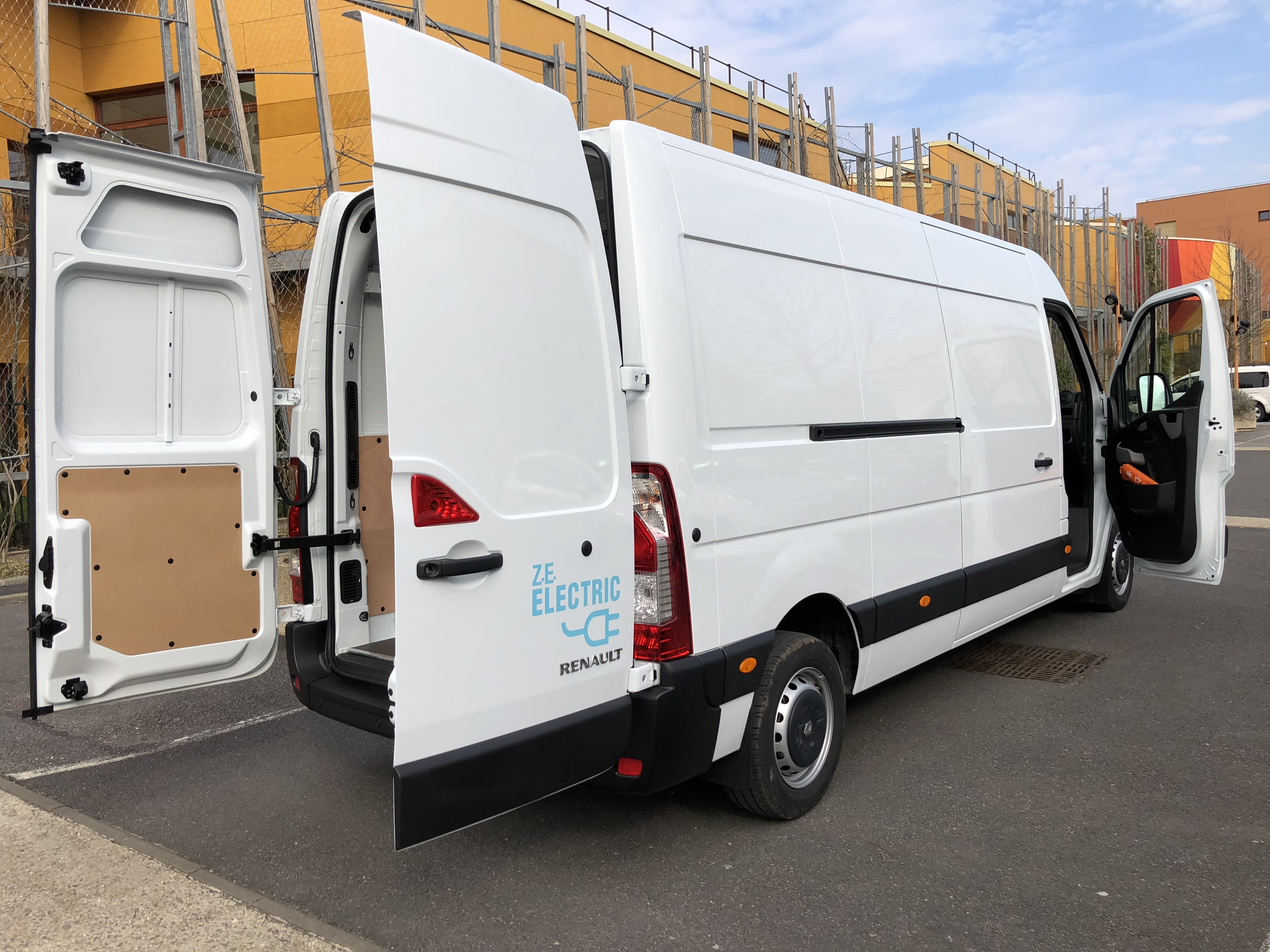 renault master ze un camion lectrique made in france toutes les. Black Bedroom Furniture Sets. Home Design Ideas